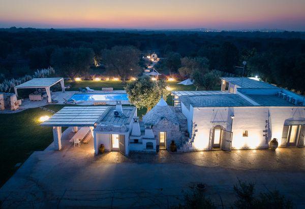 Collina vicino a Ostuni con piscine e vista panoramica. Servizi eccellenti Ceglie Messapica