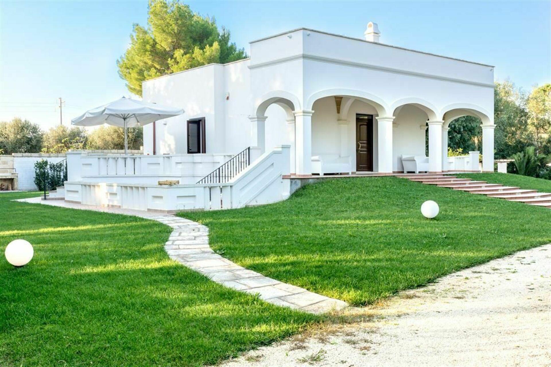 Villa alba casa vacanze con 8 posti letto in 4 camere for Branson cabin rentals 4 camere da letto